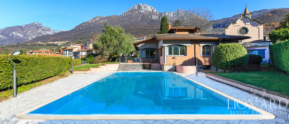 Stunning villa for sale in front of the Lake of Lecco Image 1