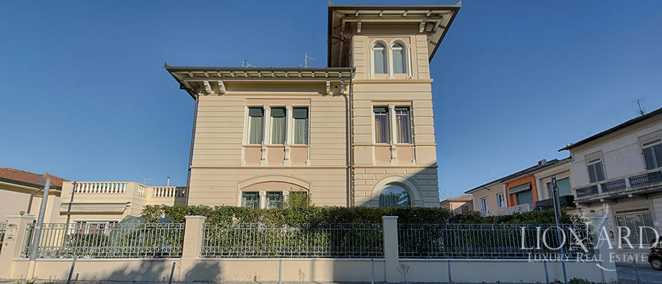 charming villa for sale in viareggio