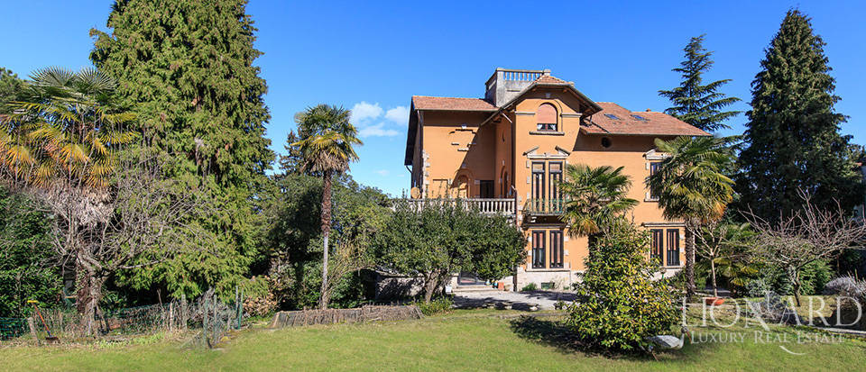 Villa for sale by Lake Maggiore Image 11