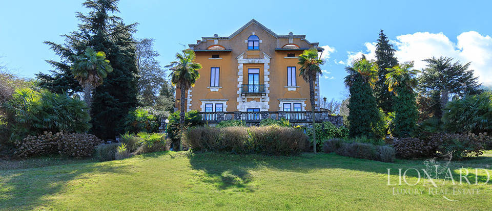 Villa for sale by Lake Maggiore Image 1