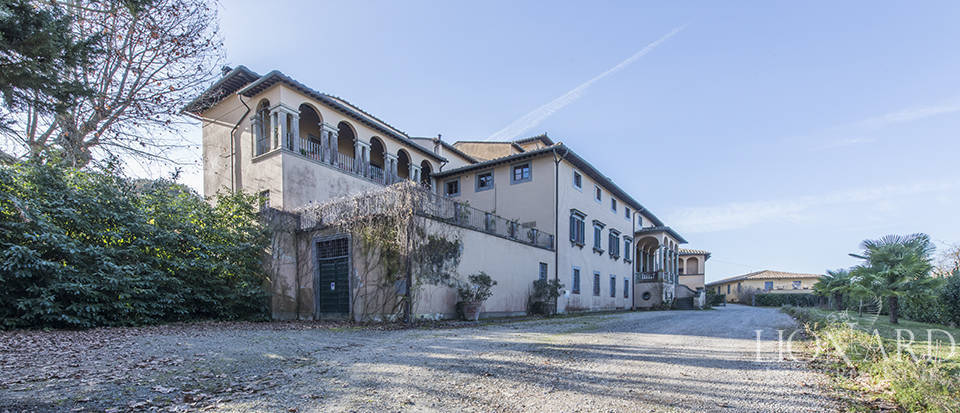 Stunning luxury property for sale near Florence Image 8