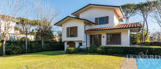 refined villa for sale in the heart of forte dei marmi