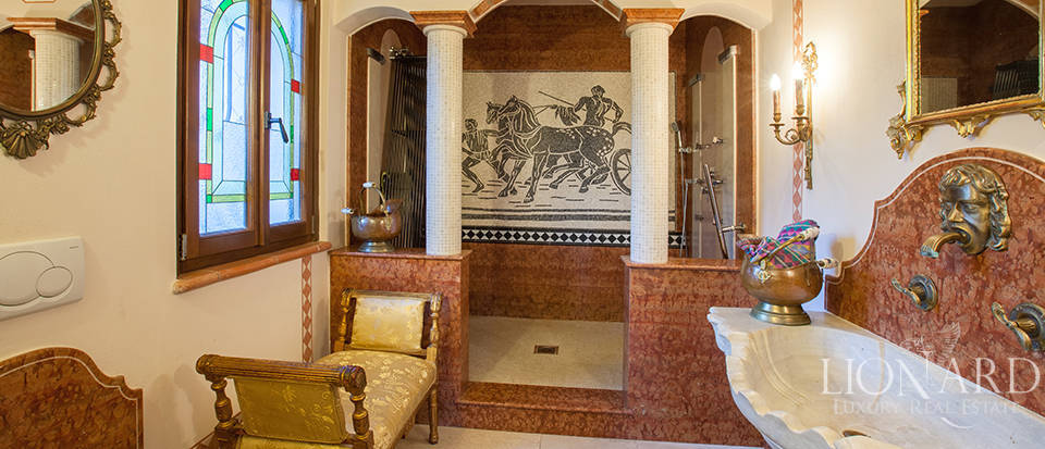 Refined villa for sale in the province of Varese Image 31