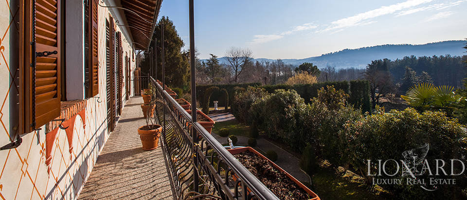 Refined villa for sale in the province of Varese Image 10