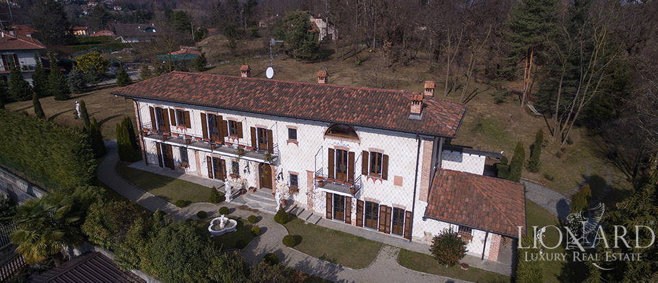 Refined villa for sale in the province of Varese Image 9