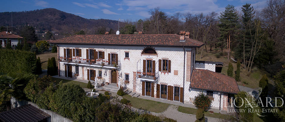 Refined villa for sale in the province of Varese Image 6
