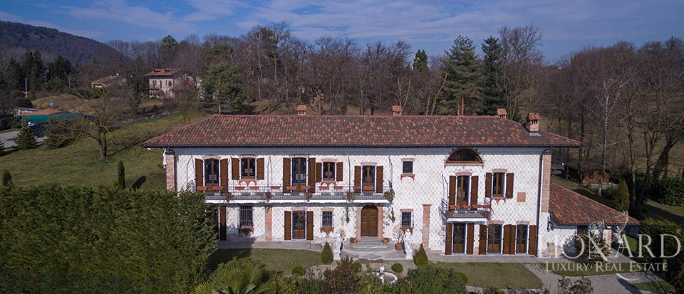 Refined villa for sale in the province of Varese Image 7