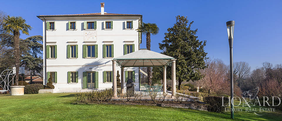 Stunning historic estate for sale in Treviso Image 6