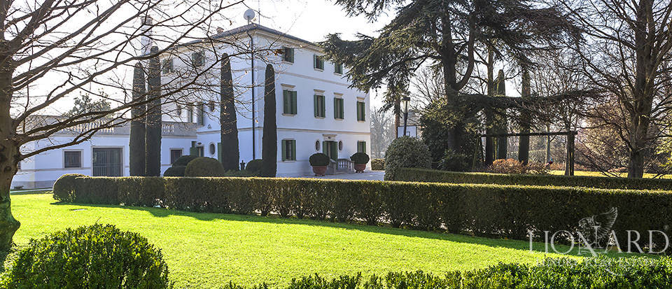 Stunning historic estate for sale in Treviso Image 10