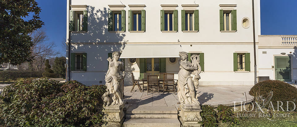 Stunning historic estate for sale in Treviso Image 11