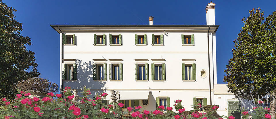 Stunning historic estate for sale in Treviso Image 1