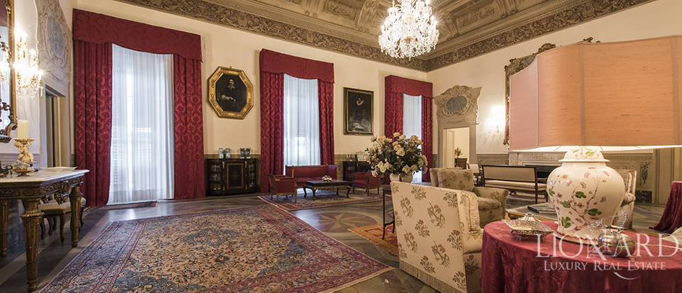 Prestigious apartment for sale in a historical villa in Florence Image 1