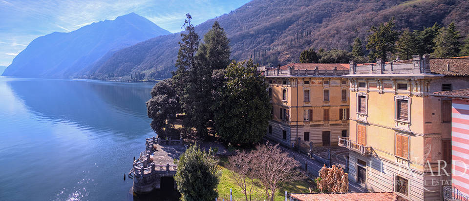 Period estate by Lake Iseo Image 29