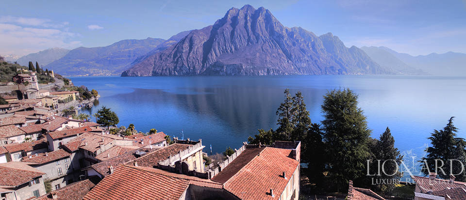Period estate by Lake Iseo Image 18