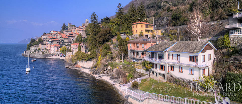 Lake front villa for sale in Como Image 1