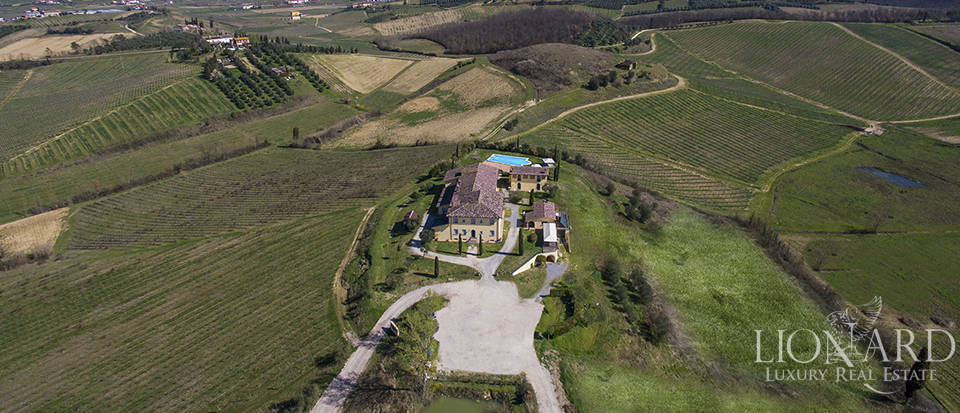 Farmhouse for sale in Tuscany Image 1