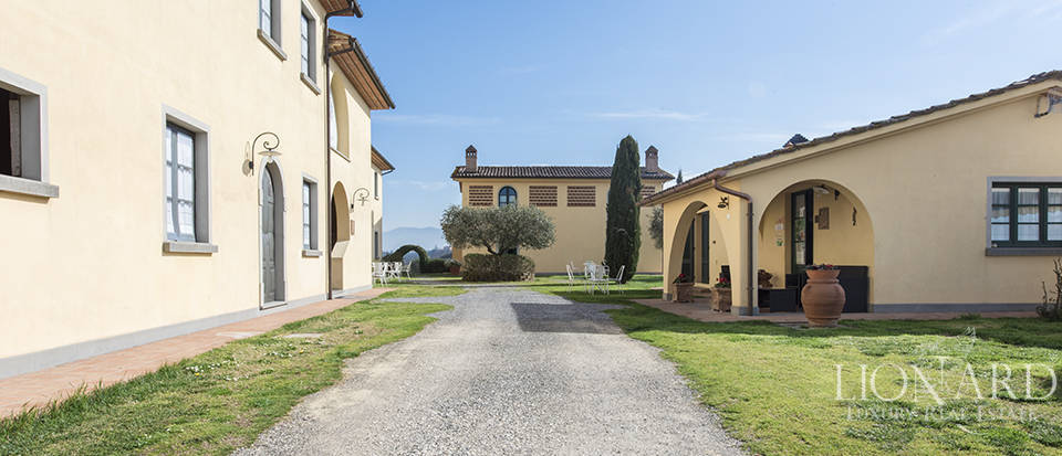 Farmhouse for sale in Tuscany Image 10