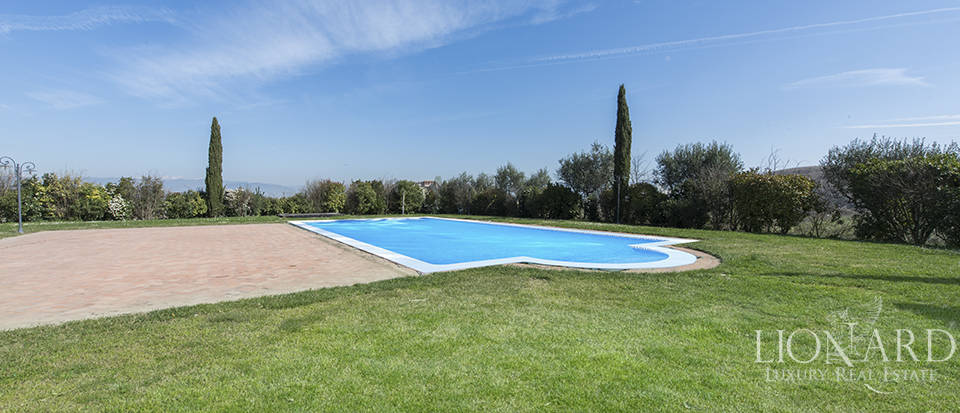Farmhouse for sale in Tuscany Image 24