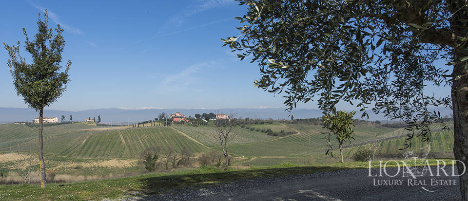 Farmhouse for sale in Tuscany Image 27