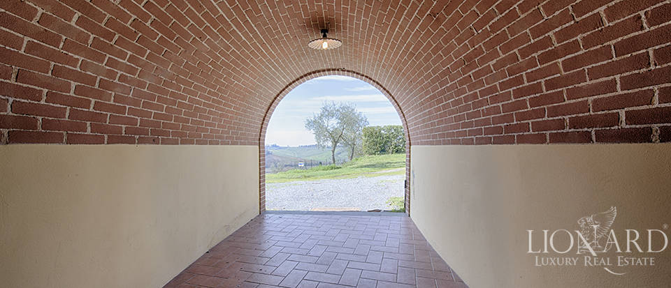 Farmhouse for sale in Tuscany Image 32