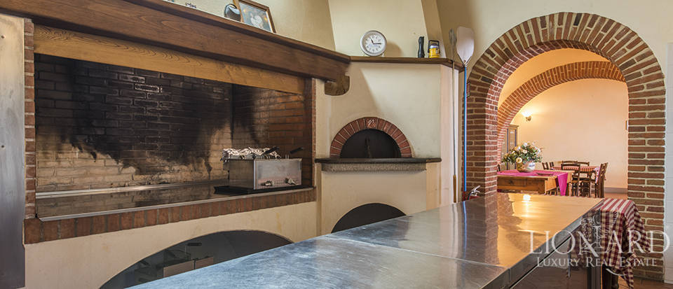 Farmhouse for sale in Tuscany Image 39