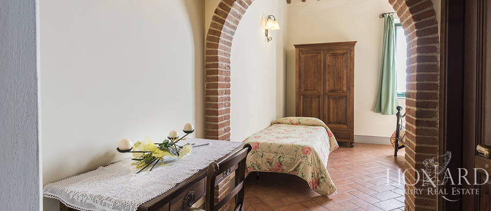 Farmhouse for sale in Tuscany Image 50