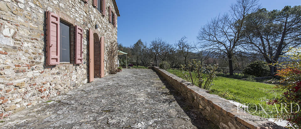 Farmstead for sale in Colle Val d