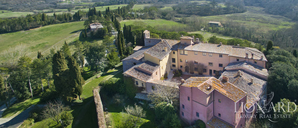 Farmhouses with swimming pool in Siena Image 4