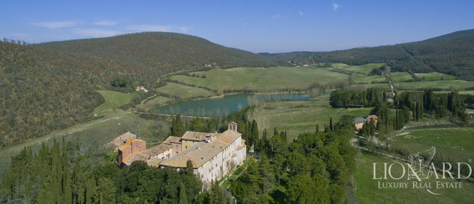 Farmhouses with swimming pool in Siena Image 10