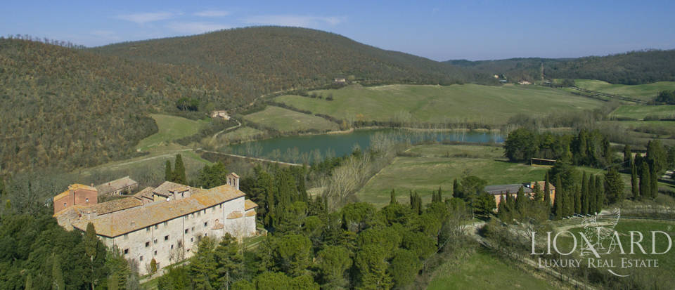 Farmhouses with swimming pool in Siena Image 11