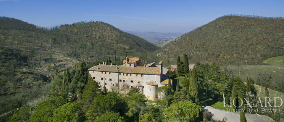 Farmhouses with swimming pool in Siena Image 12