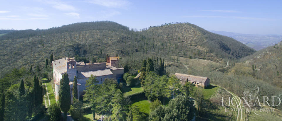 Farmhouses with swimming pool in Siena Image 6