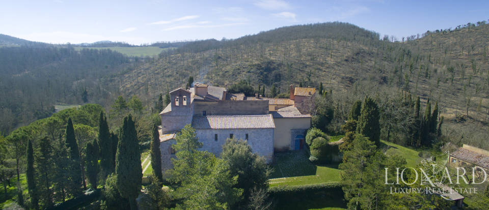 Farmhouses with swimming pool in Siena Image 7