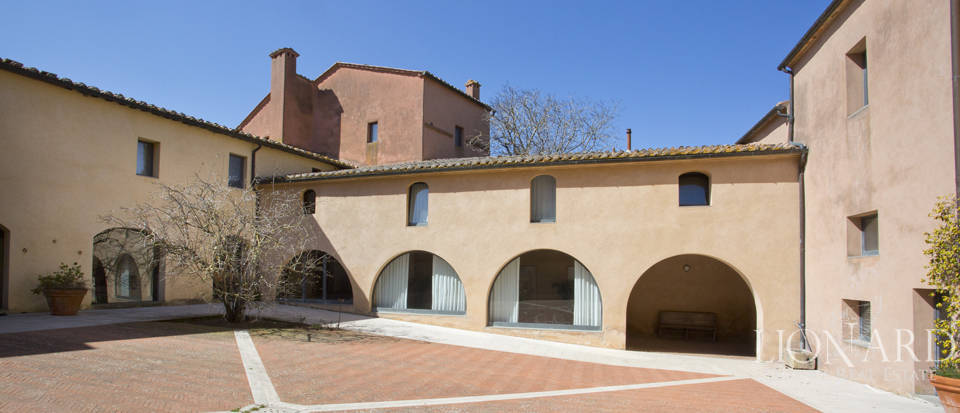 Farmhouses with swimming pool in Siena Image 34