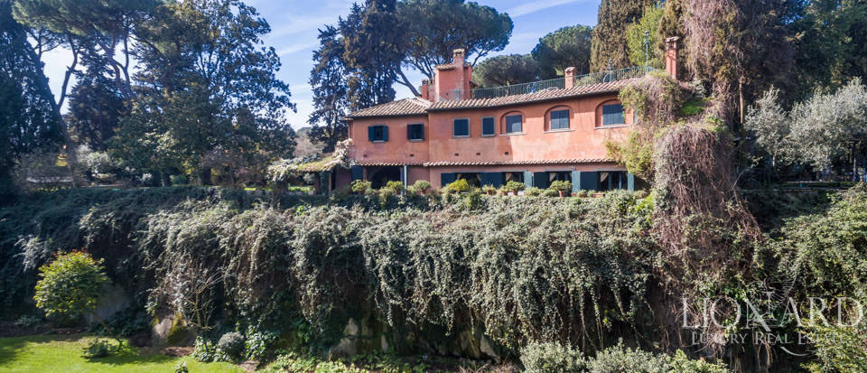 Luxury villa for sale in Rome Image 4