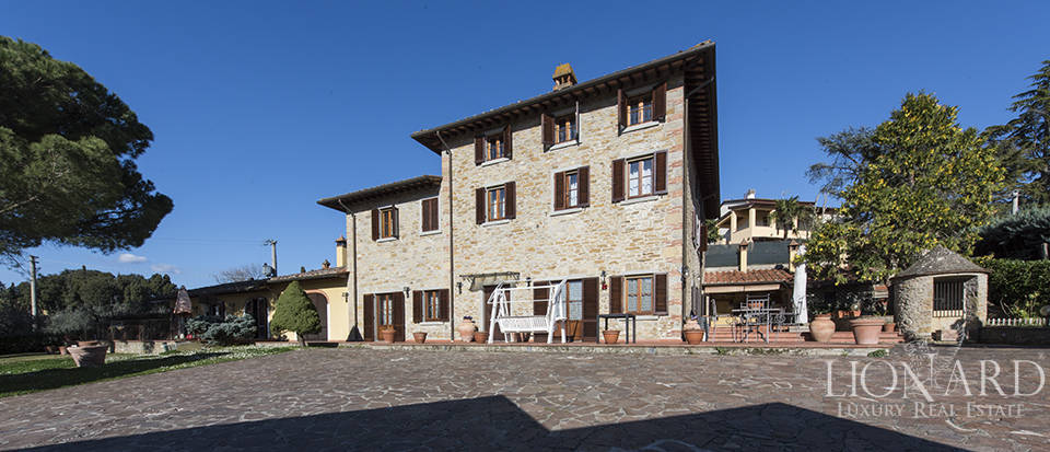 tuscan farmhouse for sale in arezzo