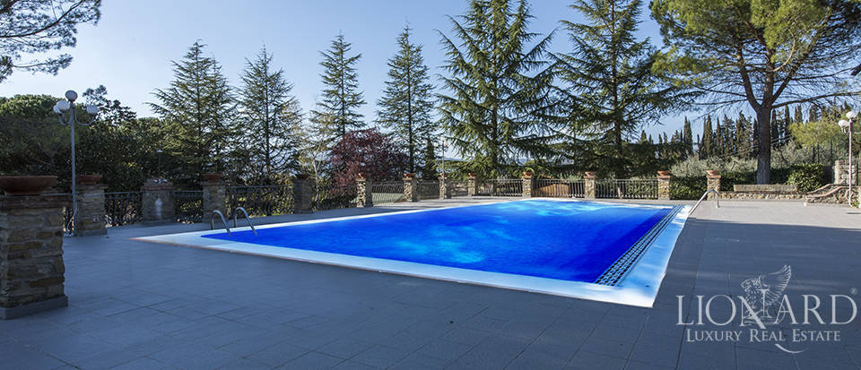 Villa with swimming pool for sale in Arezzo Image 5