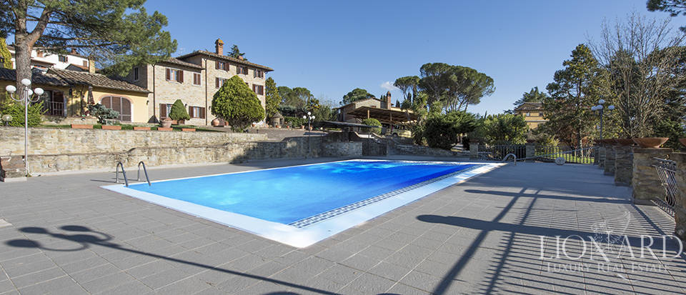 Villa with swimming pool for sale in Arezzo Image 4