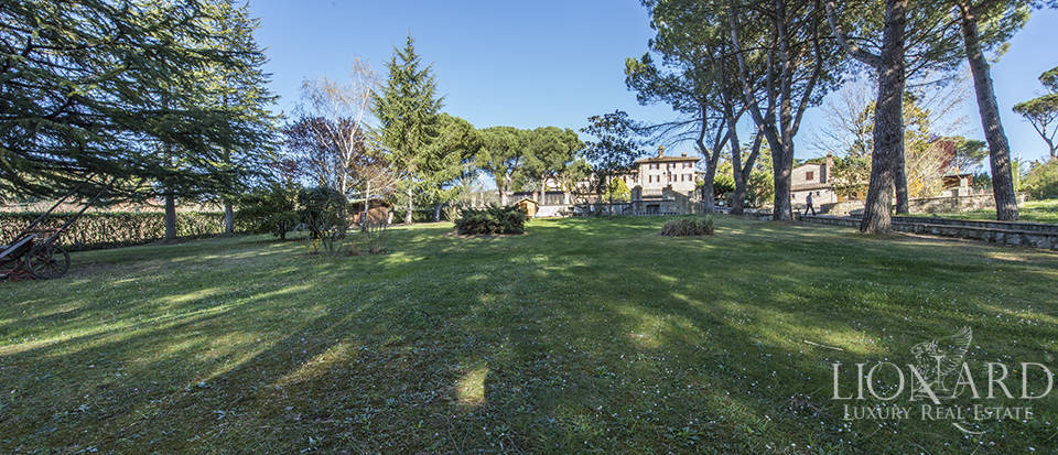 Villa with swimming pool for sale in Arezzo Image 7