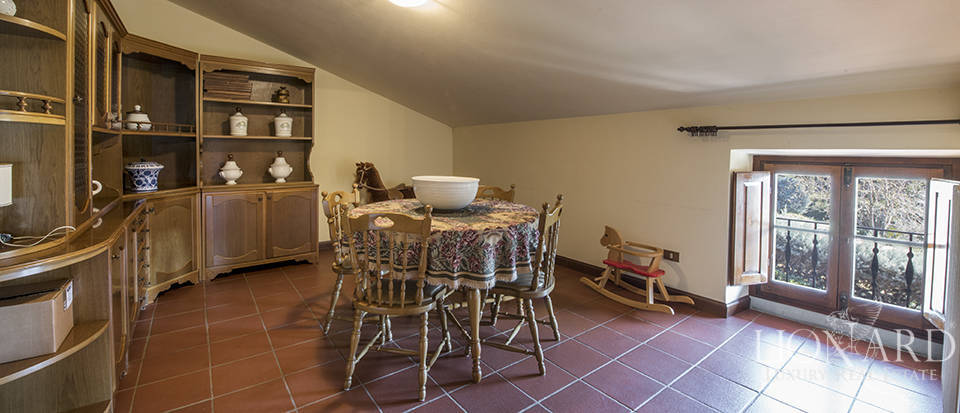 Villa with swimming pool for sale in Arezzo Image 28