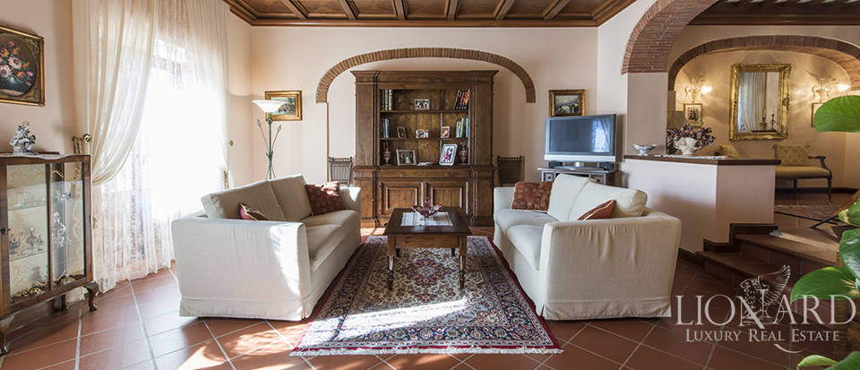 Villa with swimming pool for sale in Arezzo Image 11