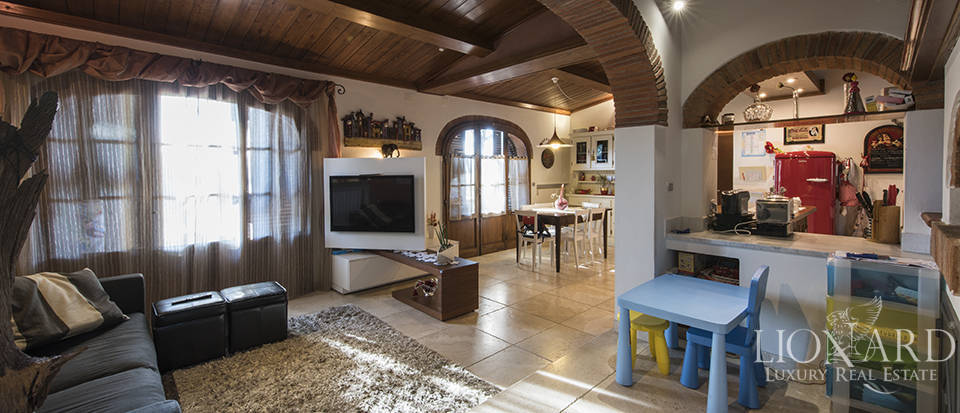 Villa with swimming pool for sale in Arezzo Image 53