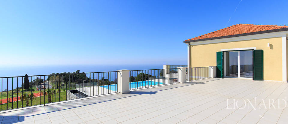 Villa with swimming pool for sale in Imperia Image 31
