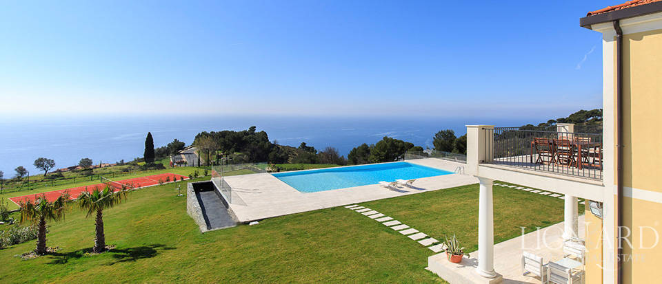 Villa with swimming pool for sale in Imperia Image 27