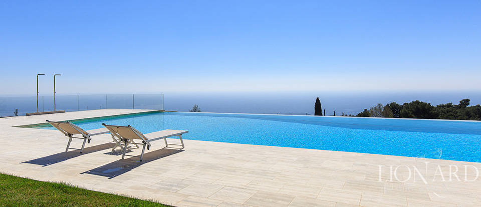 Villa with swimming pool for sale in Imperia Image 19