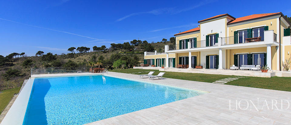 Villa with swimming pool for sale in Imperia Image 11