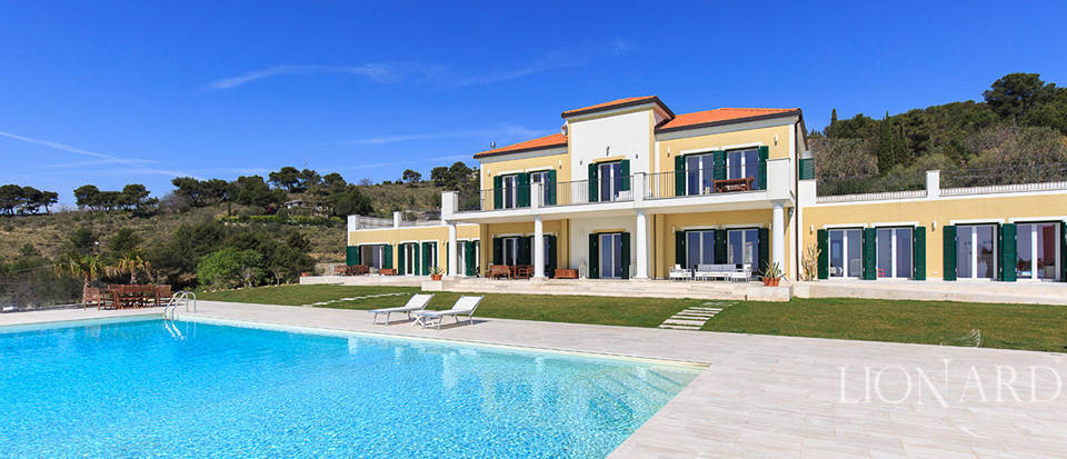 Villa with swimming pool for sale in Imperia Image 12