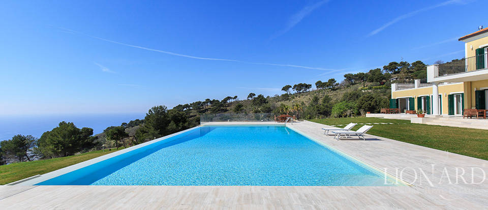 Villa with swimming pool for sale in Imperia Image 15