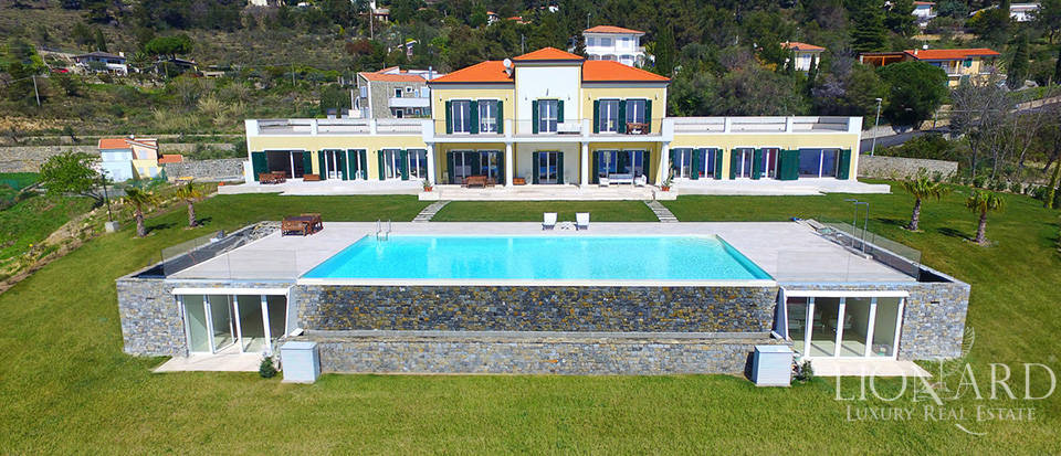 Villa with swimming pool for sale in Imperia Image 2