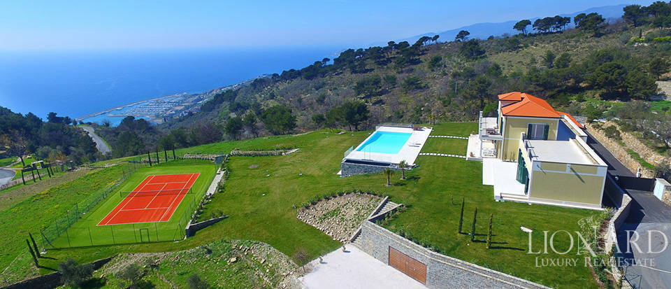 Villa with swimming pool for sale in Imperia Image 5